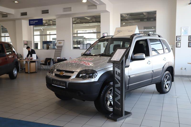 Auto in toonzaal van het handel drijven Chevrolet in Nizhny Novgorodcity in 2018 royalty-vrije stock afbeeldingen