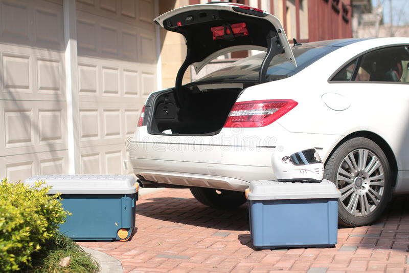 Auto und Werkzeugkasten stockbilder