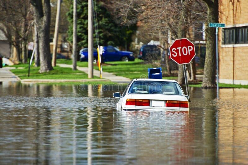 Auto unter Wasser stockfotografie