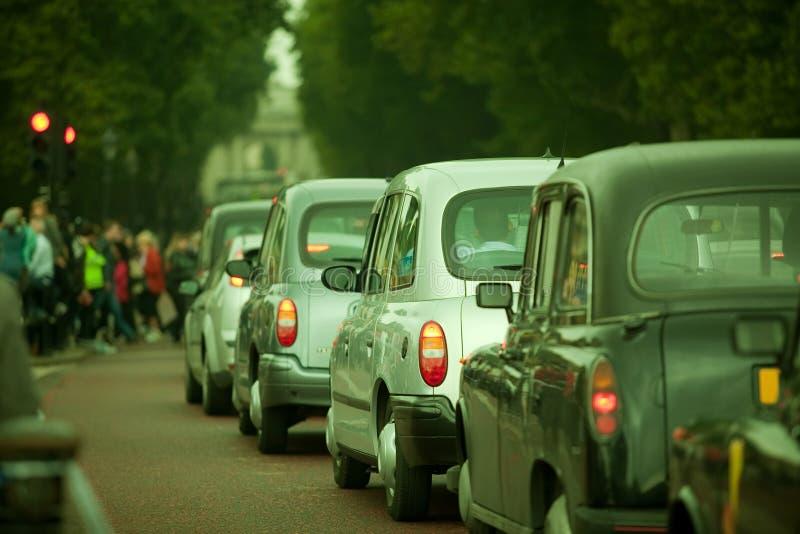 Auto verkeer in Stad Lonon stock fotografie