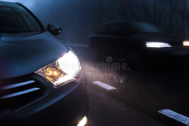 Auto-Verkehrs-Nacht stockbild