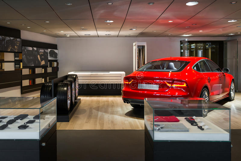 Auto-Vertragshändler-Ausstellungsraum lizenzfreie stockfotos