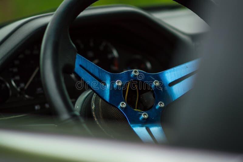 Auto vom innere blaue Sitzorange Sicherheitskäfig stockfoto