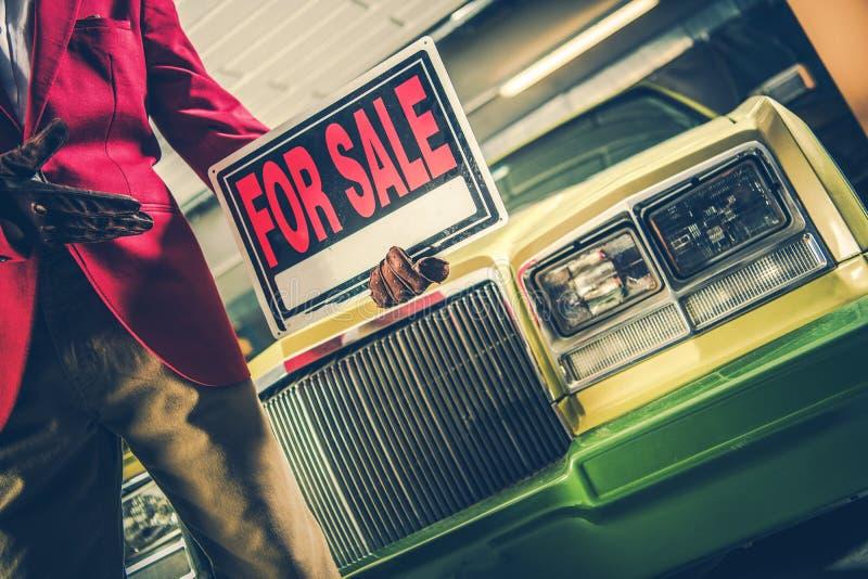 Auto voor Verkoopteken in een Hand royalty-vrije stock afbeelding