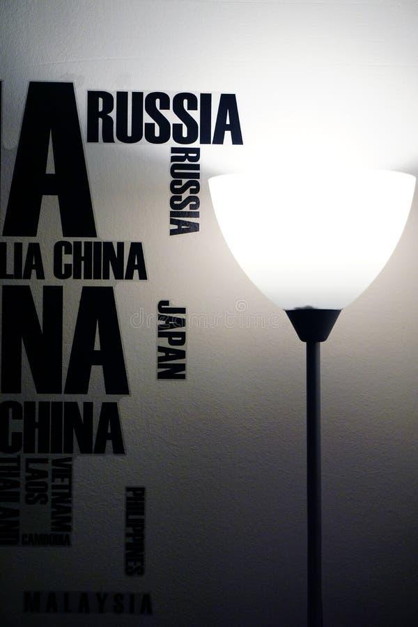 Autoadesivo della parete e decorazione accogliente della lampada a casa immagine stock libera da diritti