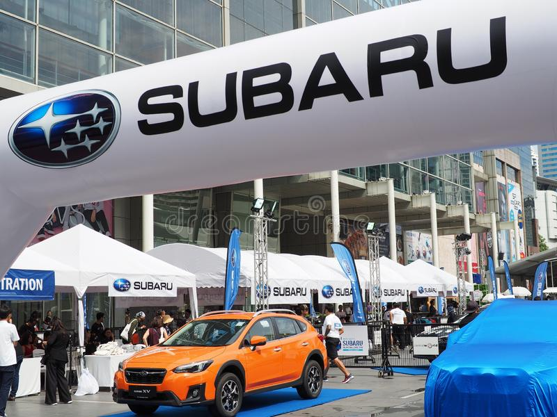 Autoanzeige an Subaru-Palmen-Herausforderung 2018 lizenzfreie stockfotos