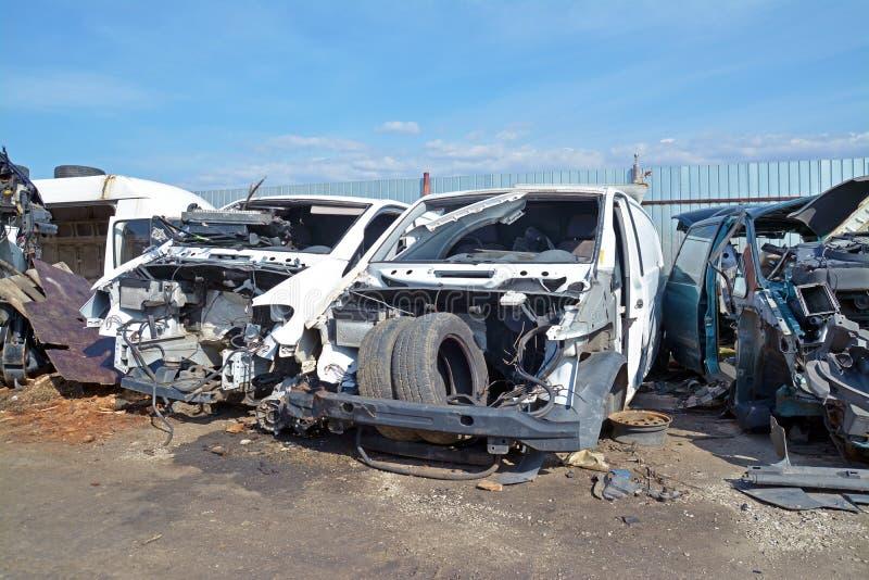 Autoautokerkhof stock foto's