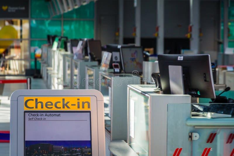 Autoavaliação no aeroporto fotos de stock royalty free