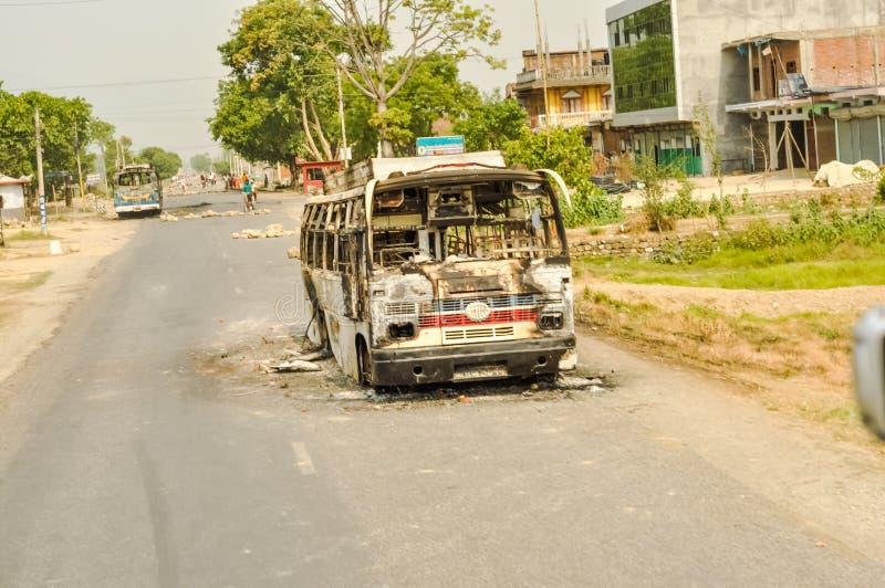 Autobús arruinado en Nepal imagenes de archivo