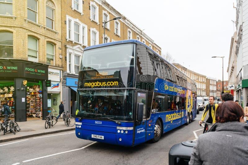 Autobús barato del megabus en Londres fotografía de archivo libre de regalías