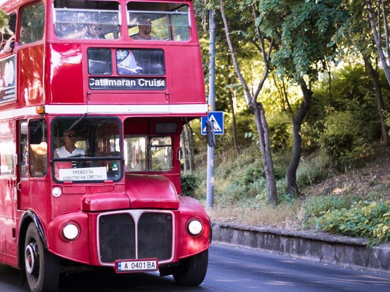 Autobús de autobús de dos pisos rojo imagenes de archivo