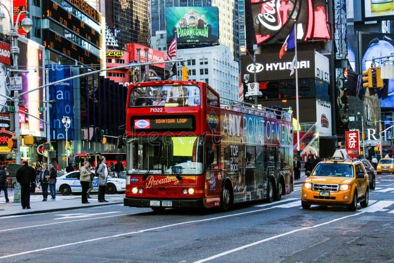 Autobús de Decker Tour del doble de NYC foto de archivo