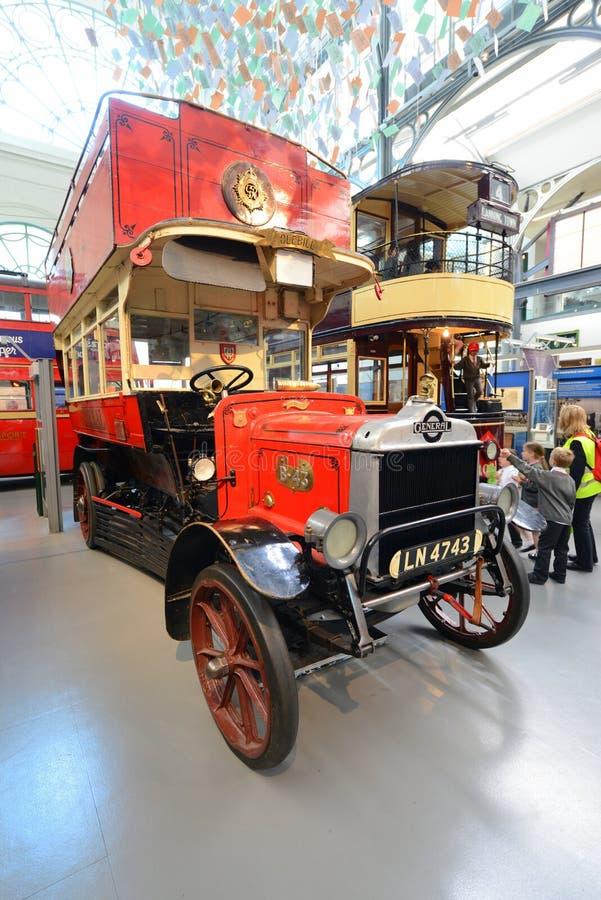Autobús de dos pisos de británicos del vintage fotos de archivo libres de regalías