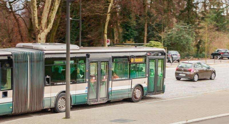 Autobús de la compañía del transporte público de Estrasburgo imagen de archivo libre de regalías