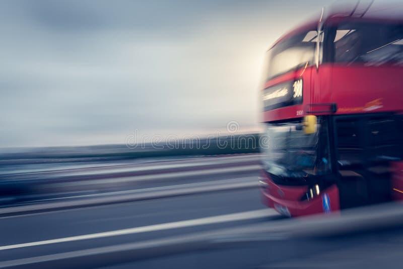 Autobús de Londres que apresura foto de archivo libre de regalías