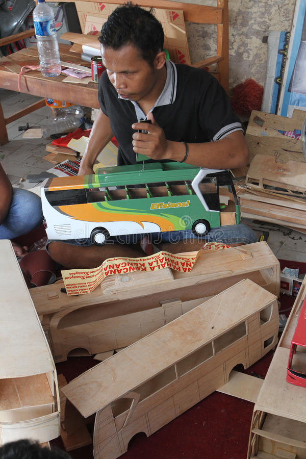 Autobús de madera del juguete fotografía de archivo