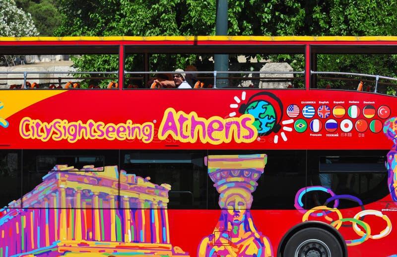 Autobús de visita turístico de excursión de Atenas de la ciudad, Grecia imagen de archivo