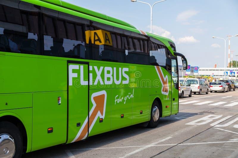 Autobús del Benz de Mercedes del alemán del flixbus fotos de archivo libres de regalías