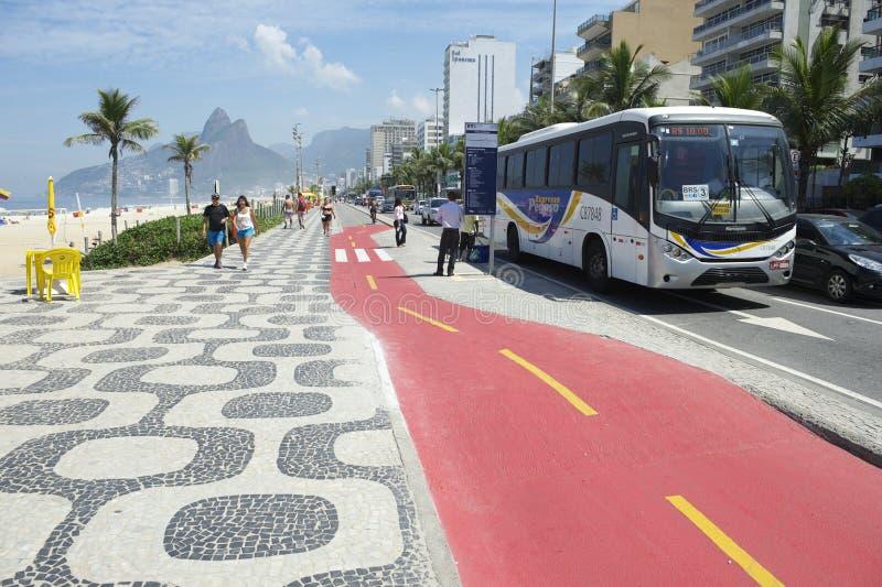 Autobús Rio de Janeiro Ipanema Bike Path foto de archivo libre de regalías