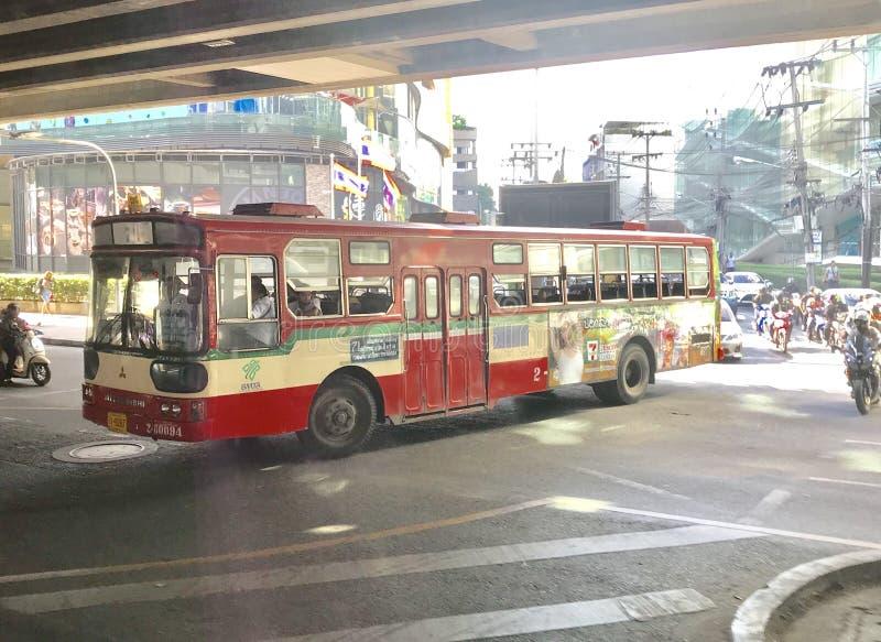 Autobús rojo en Tailandia fotografía de archivo libre de regalías