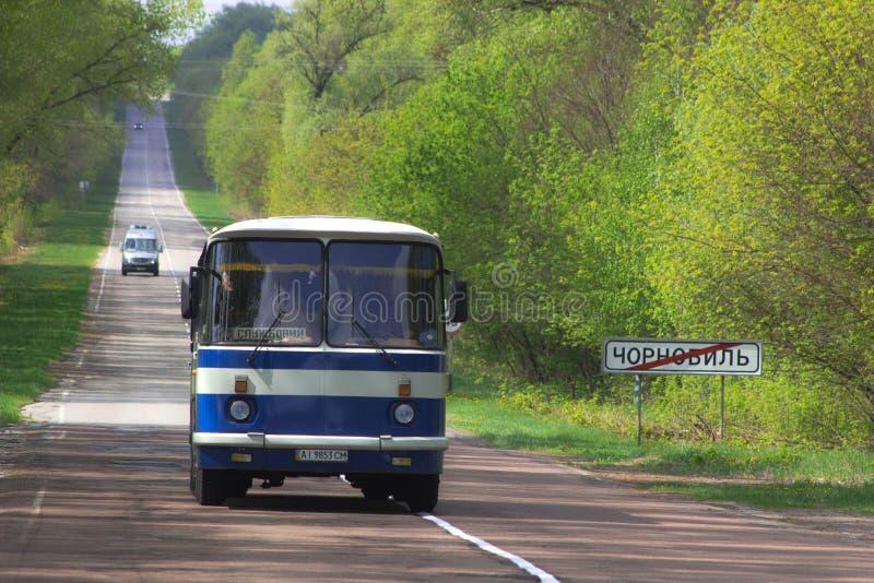 Autobús viejo en la entrada a la ciudad de Chernóbil fotos de archivo libres de regalías