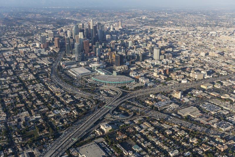 Autobahn-Austausch-Antenne Los Angeless im Stadtzentrum gelegene stockbild