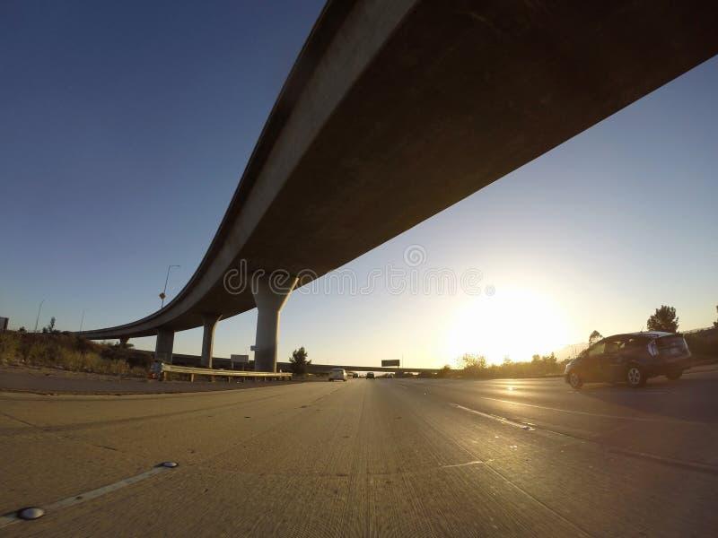 Autobahn-Austausch-Sonnenuntergang stockfotos