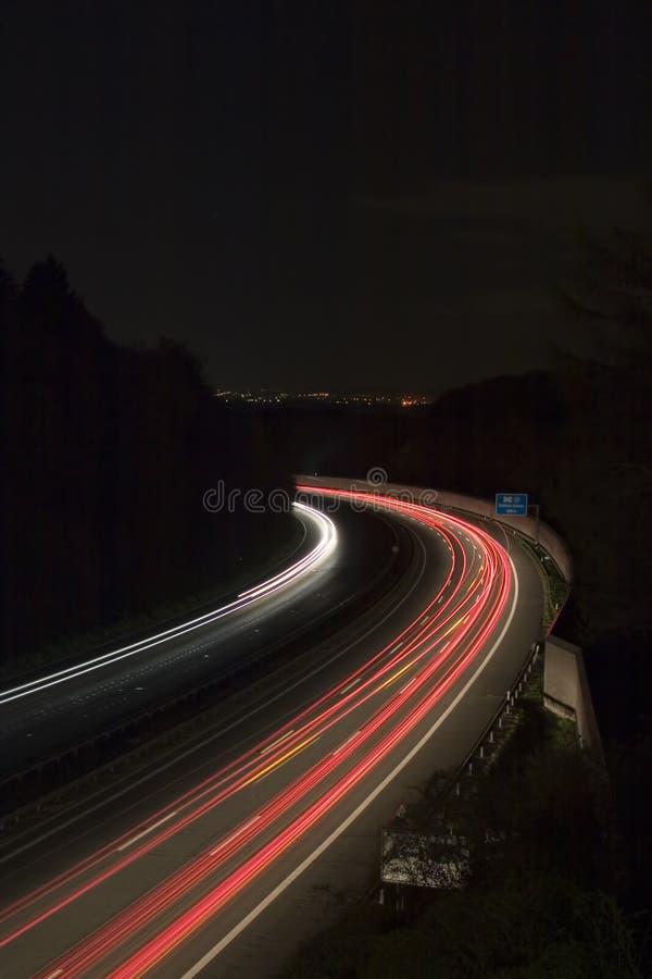 Autobahn bis zum Nacht lizenzfreies stockfoto