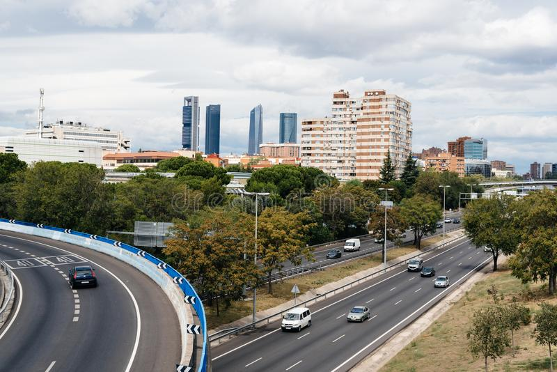 Autobahn M30 in Madrid ein bewölkten Tag stockfotografie