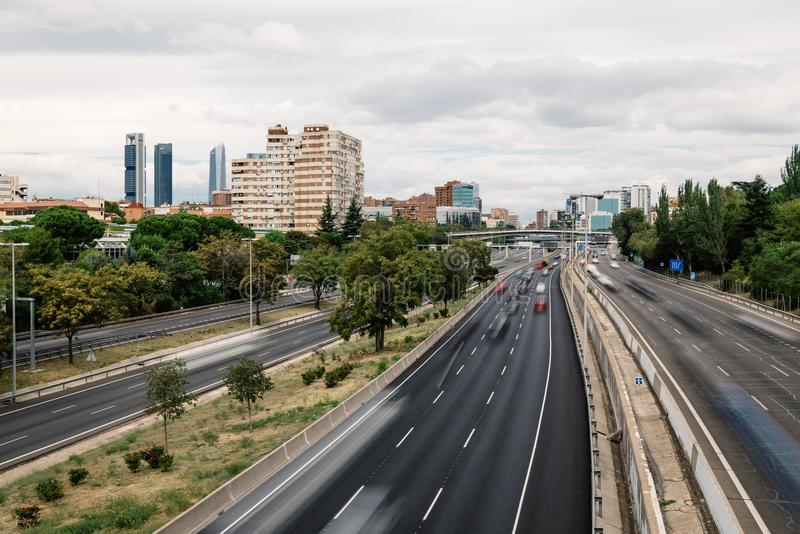 Autobahn M30 in Madrid ein bewölkten Tag lizenzfreie stockfotografie