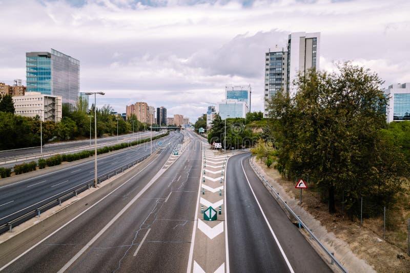 Autobahn M30 in Madrid ein bewölkten Tag lizenzfreie stockfotos