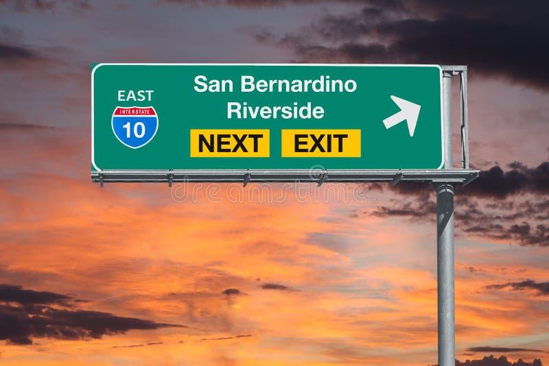 Autobahn San- Bernardino und Flussufer-Kalifornien-Weg-10 als Nächstes ex lizenzfreie stockfotos