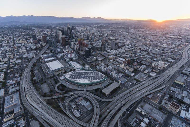 Autobahn-Sonnenaufgang-Antenne Los Angeless im Stadtzentrum gelegene stockfotos