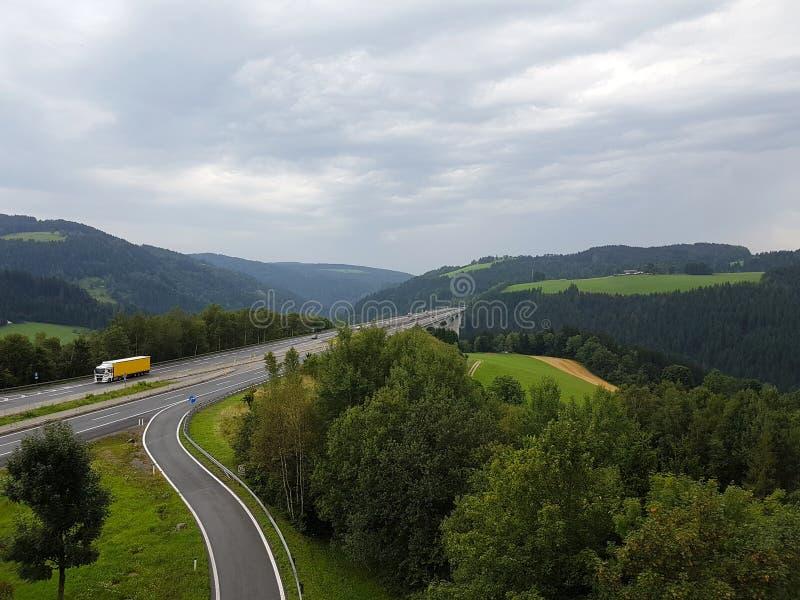 Autobahn und Auto stockfotos