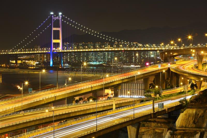 Autobahn und Brücke nachts stockbilder