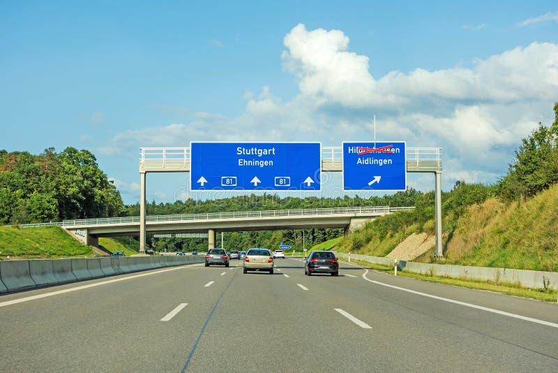 AutobahnVerkehrsschilder auf dem Autobahn A81, der Stuttgart/Ehningen zeigt lizenzfreies stockfoto