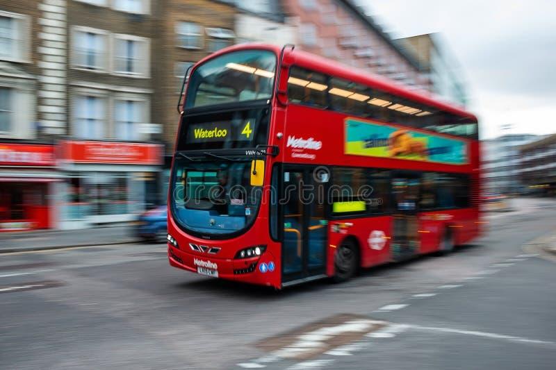 Autobus à impériale rouge à Londres centrale image stock