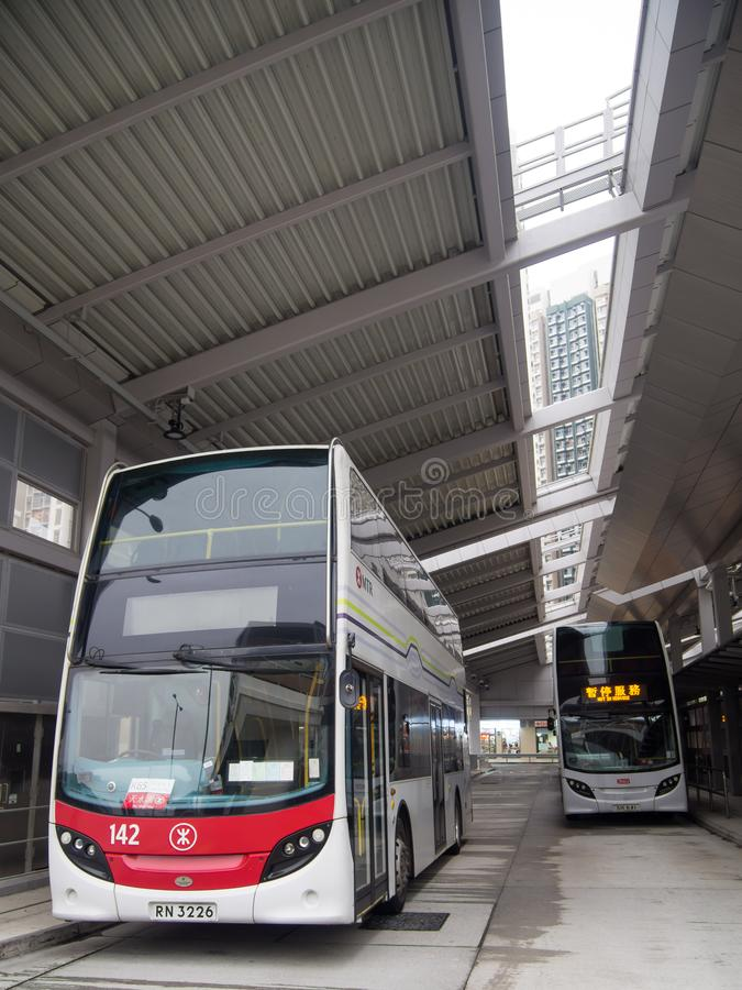 Autobus dans la gare routière de wai de shui de bidon, Hong Kong photographie stock
