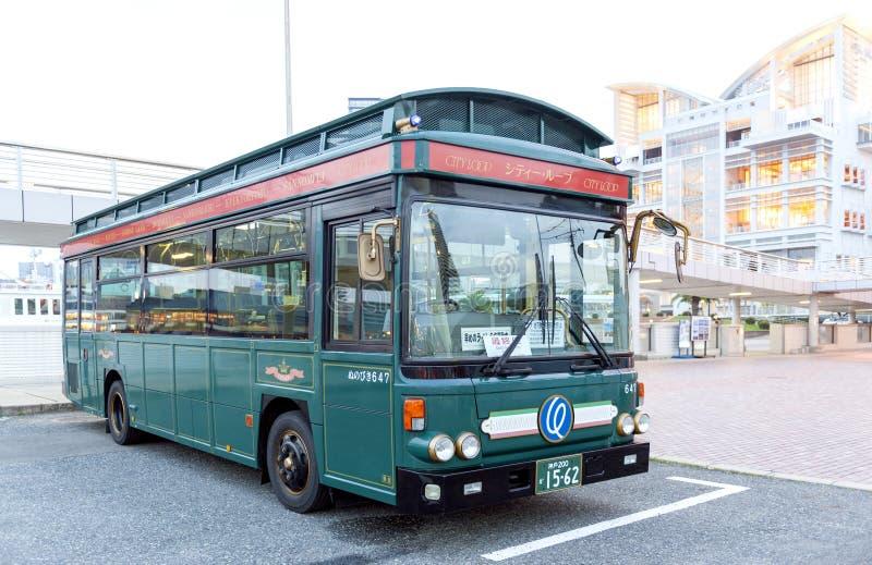 Autobus de Cityloop de style de vintage, transport en commun dans la ville de Kobe, préfecture de Hyogo, Japon photographie stock