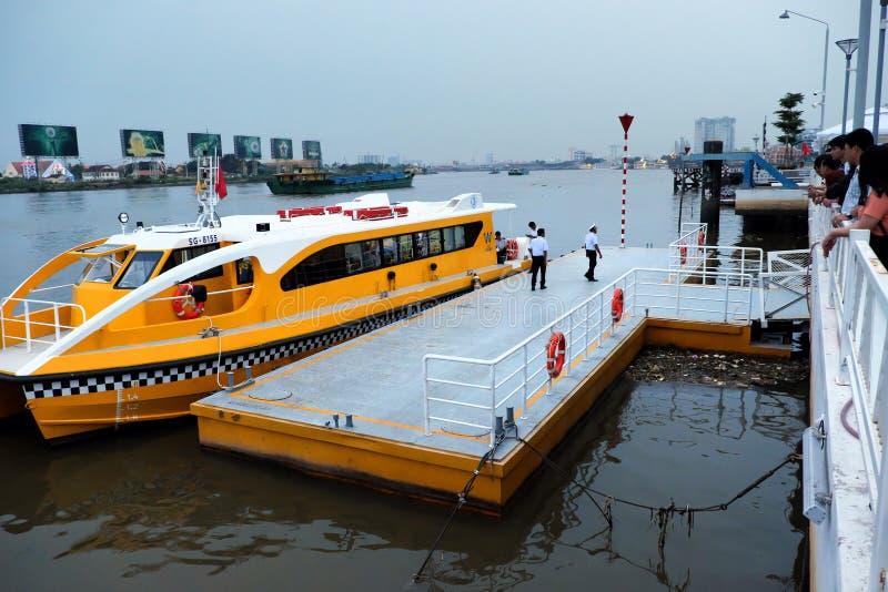Autobus de l'eau, transport en commun image stock