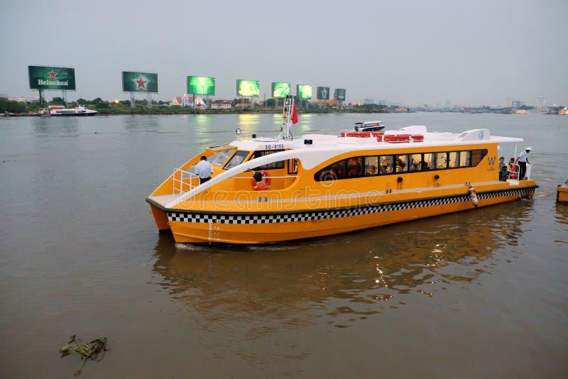 Autobus de l'eau, transport de passager photos libres de droits