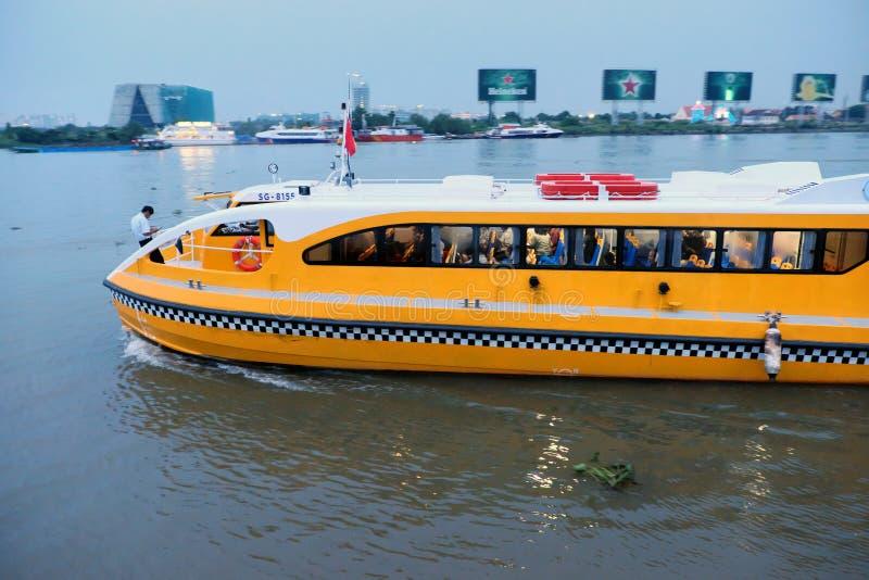 Autobus de l'eau, transport de passager image stock