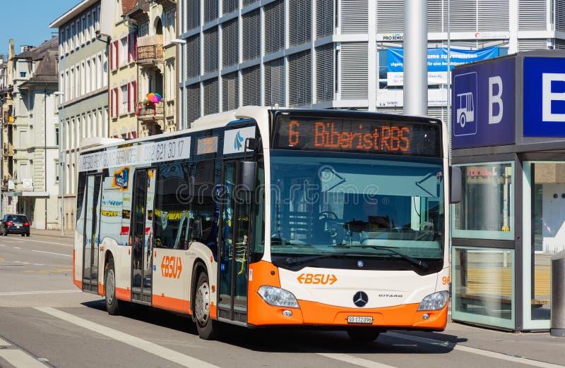 Autobus de Mercedes-Benz Citaro de la société de BSU dans la ville de Solothurn, Suisse photos libres de droits