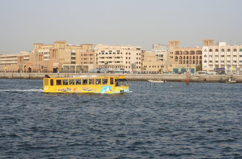 Autobus de merveille - un autobus amphibie, Dubai Creek, Dubaï, EAU photographie stock
