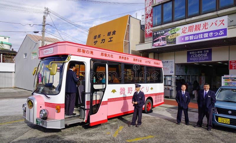 Autobus de touristes à Kumano Kodo au Japon photographie stock