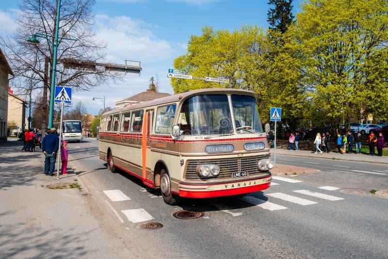 Autobus de Vanaja Lahti dessus d'abord de défilé de mai dans Sastamala photo libre de droits