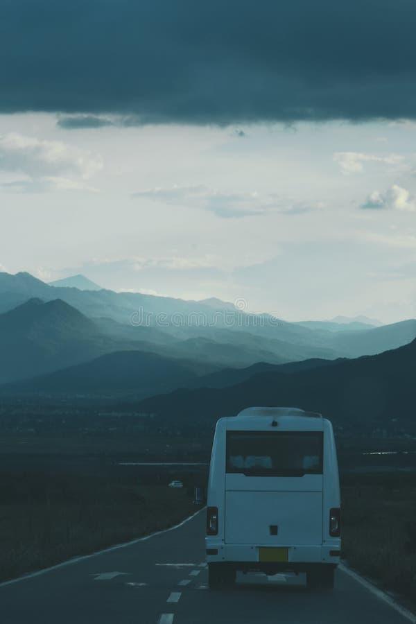 Autobus na drodze w Lijiang obrazy stock
