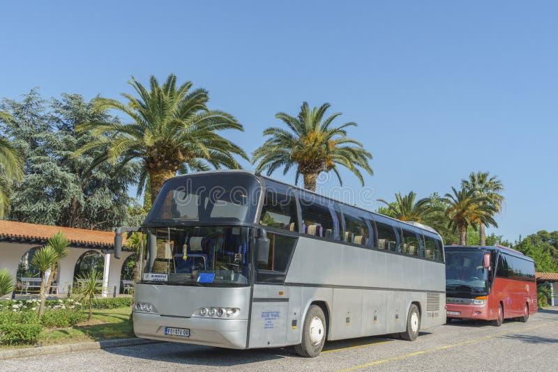 Autobus na parking hotelem obraz royalty free