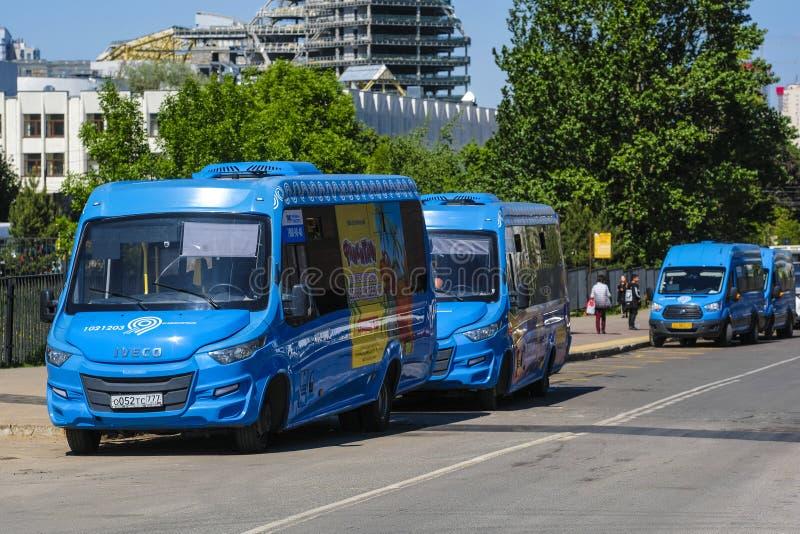 Autobus na ulicy Moskwa zdjęcie stock