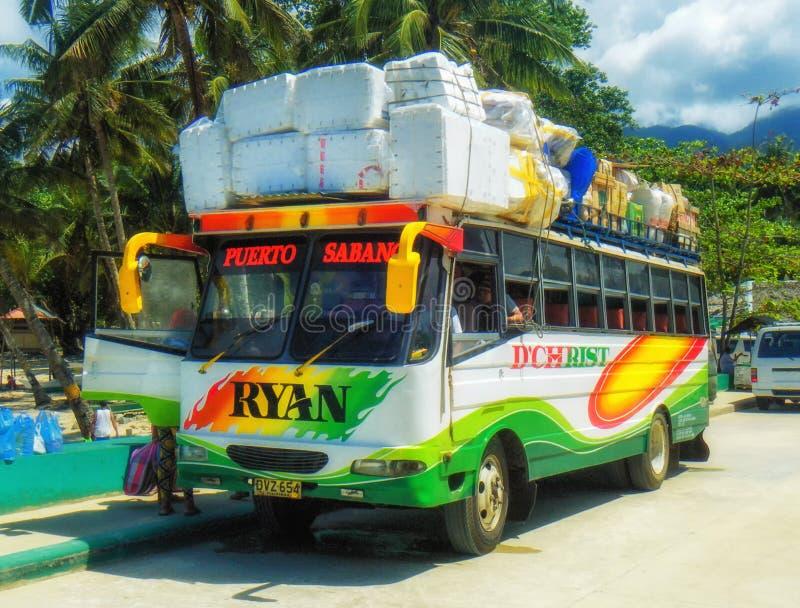 Autobus przy Coron przystankiem autobusowym obraz stock